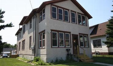 Similar Apartment at 2614 University Ave Ne