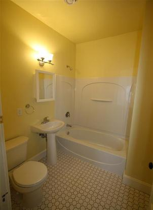 Studio 2 Bathrooms House for rent at 1322 Adams St NE in Minneapolis, MN