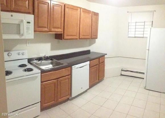 1 Bedroom 1 Bathroom Apartment for rent at 11 Englewood Ave in Brookline, MA
