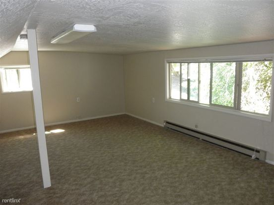 2 Bedrooms 1 Bathroom Apartment for rent at Ridgewood Apartments in Eugene, OR