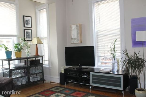 2 Bedrooms 1 Bathroom Apartment for rent at 1947 N Cleveland Ave in Chicago, IL