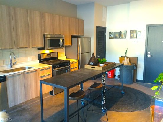 Studio 1 Bathroom Apartment for rent at 1647 N Milwaukee Ave in Chicago, IL