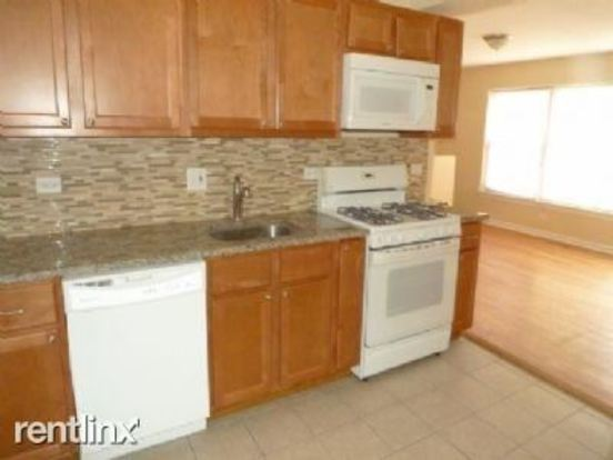 1 Bedroom 1 Bathroom Apartment for rent at 2103 W Berwyn Ave in Chicago, IL
