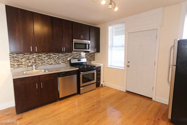 1 Bedroom 1 Bathroom Apartment for rent at 2500 W Pensacola Ave in Chicago, IL