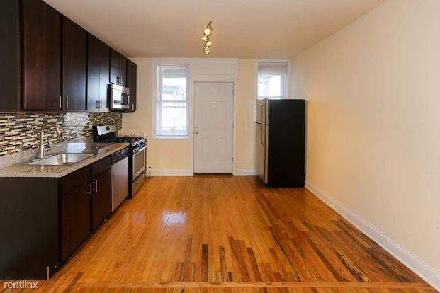 2 Bedrooms 1 Bathroom Apartment for rent at 2500 W Pensacola Ave in Chicago, IL