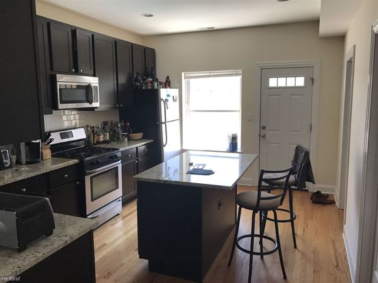3 Bedrooms 1 Bathroom Apartment for rent at 1521 W Irving Park Rd in Chicago, IL