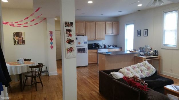 4 Bedrooms 3 Bathrooms Apartment for rent at 1501 W Henderson St in Chicago, IL
