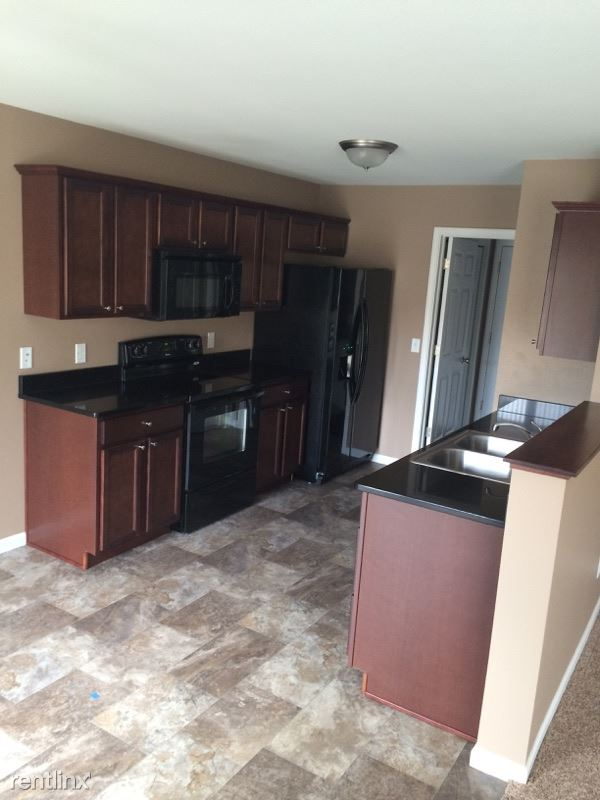3 Bedrooms 2 Bathrooms House for rent at 2605 Verity Ln Se in Mandan, ND
