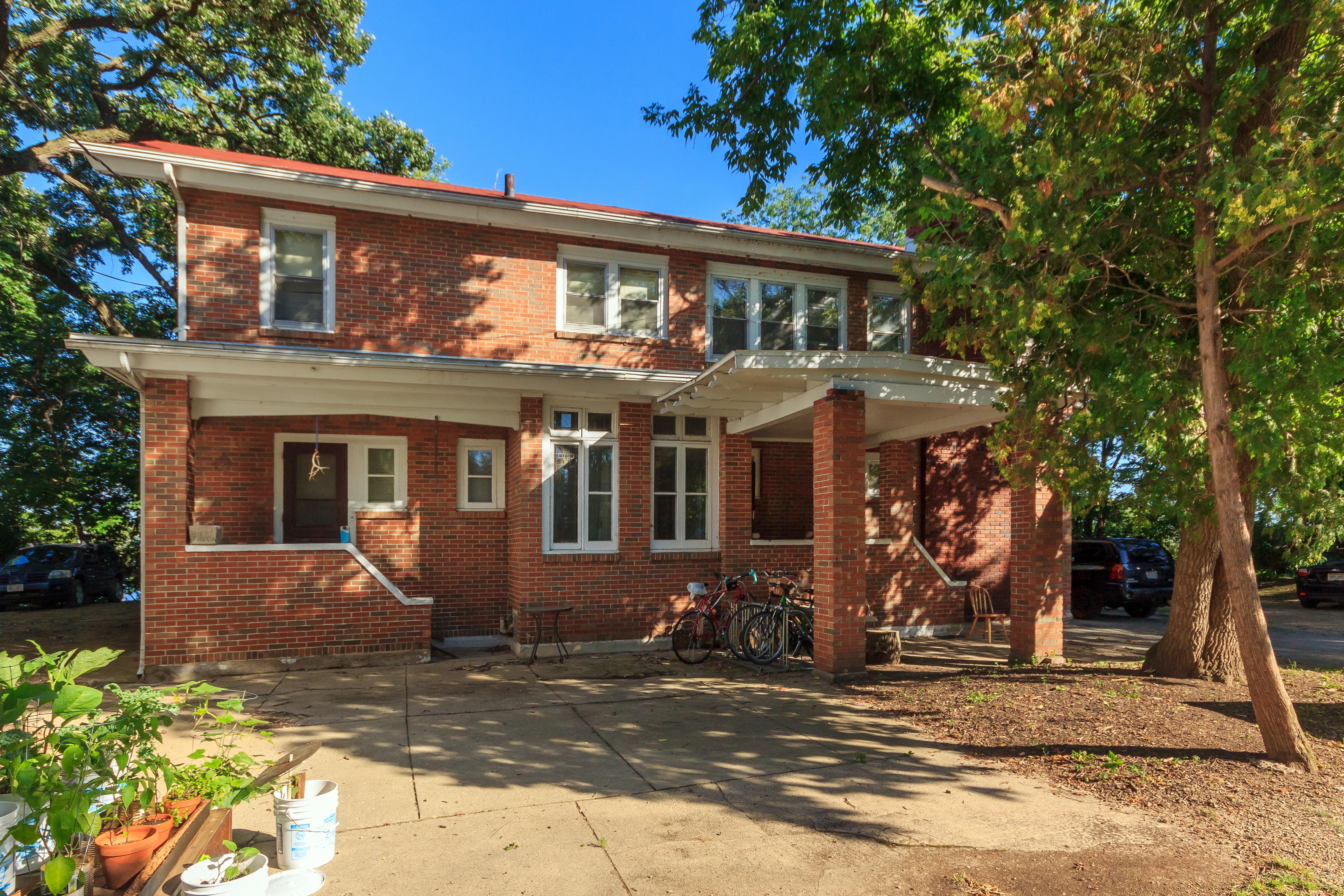 Housing Near University of Wisconsin 425 W Wilson St