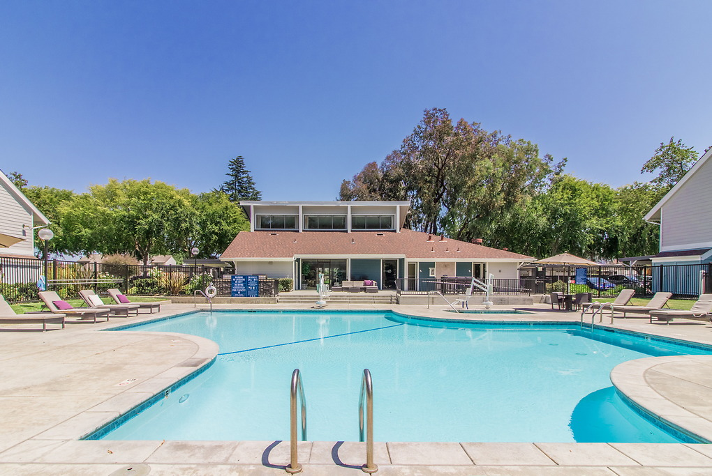 Apartments Near Foothill Brookside Oaks for Foothill College Students in Los Altos Hills, CA