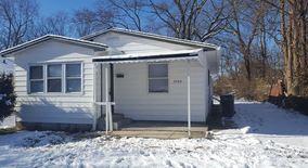 Similar Apartment at 3704 N Hawthorne Ln