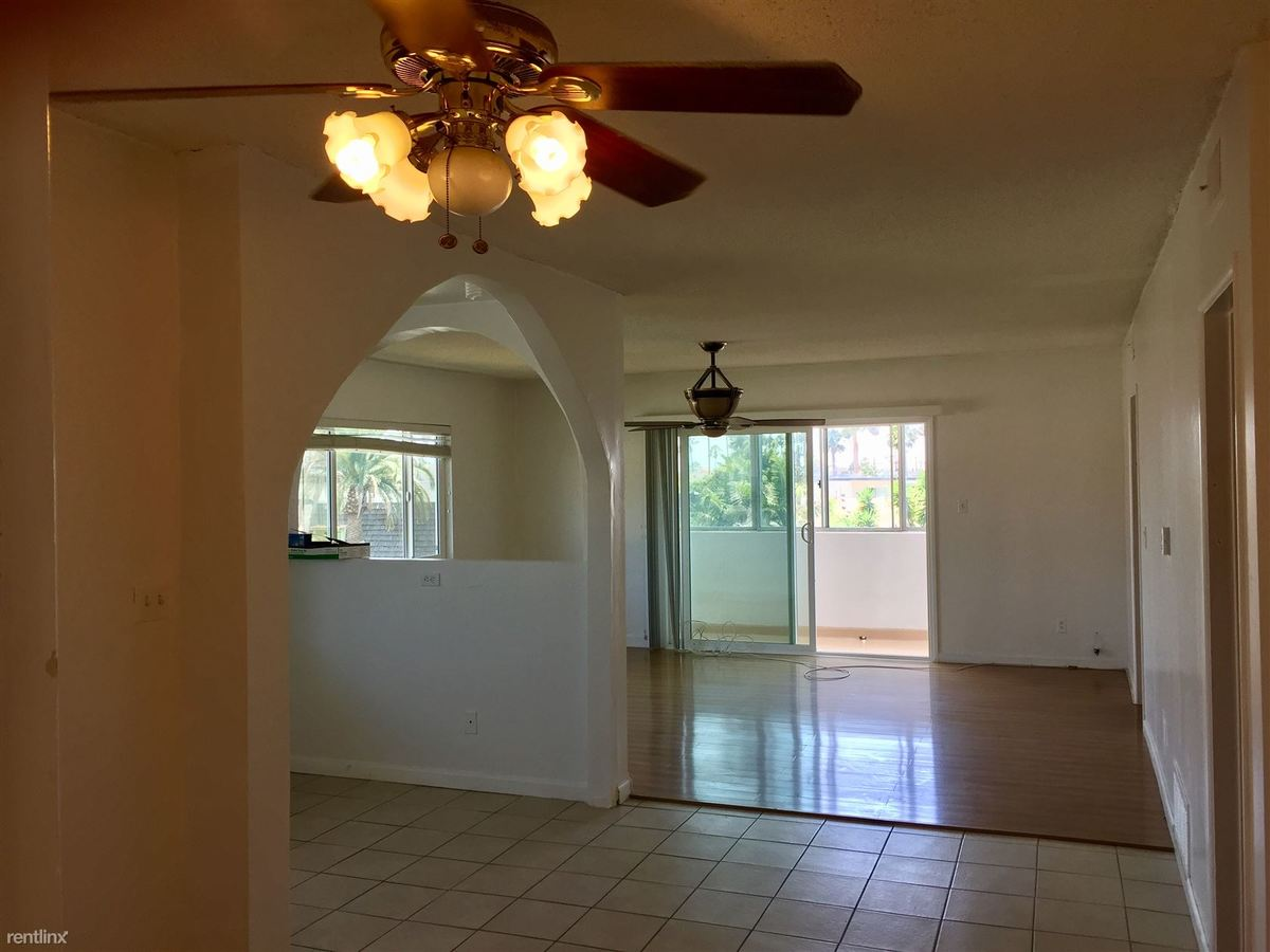 3 Bedrooms 2 Bathrooms Apartment for rent at 933 6th St in Santa Monica, CA