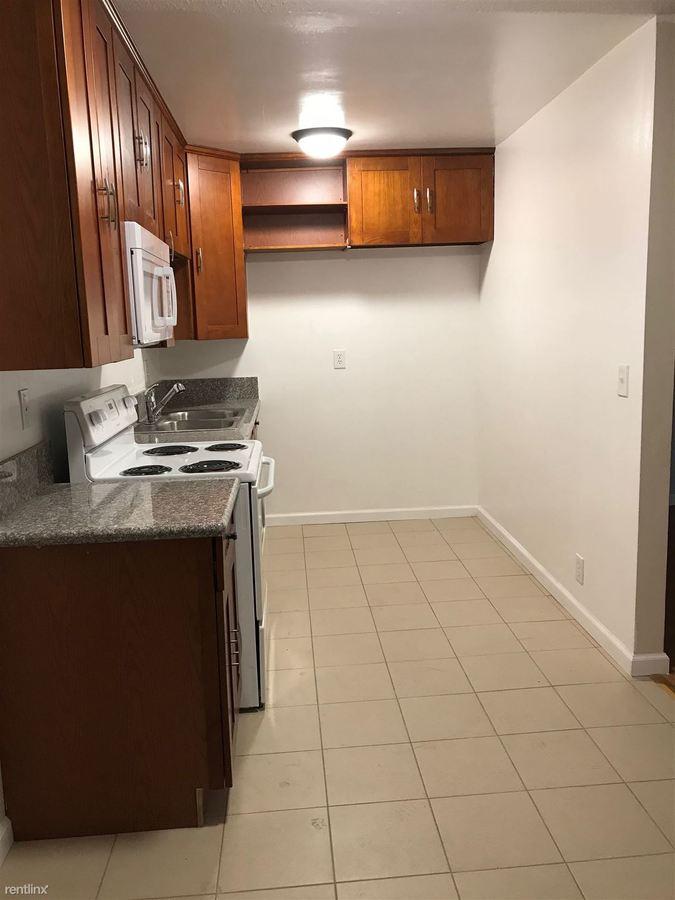 2 Bedrooms 1 Bathroom Apartment for rent at 7237 Amigo Ave in Reseda, CA