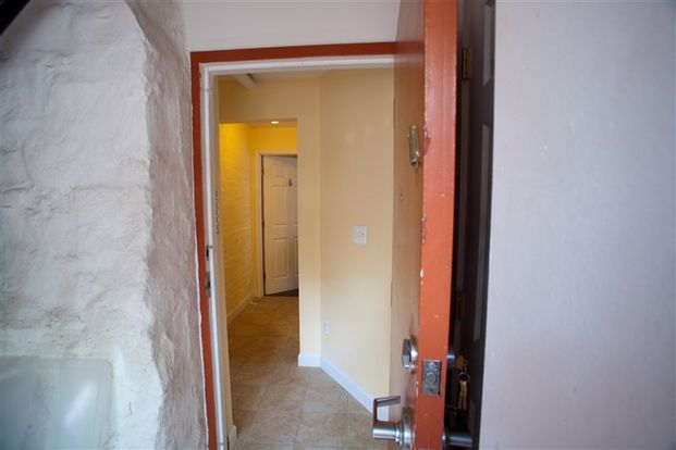 5 Bedrooms 2 Bathrooms House for rent at 802 Oakland Ave in Ann Arbor, MI