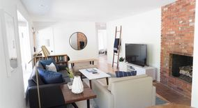 Similar Apartment at Stylish And Comfortable Fully Furnished Home For Rent In Central Boulder.