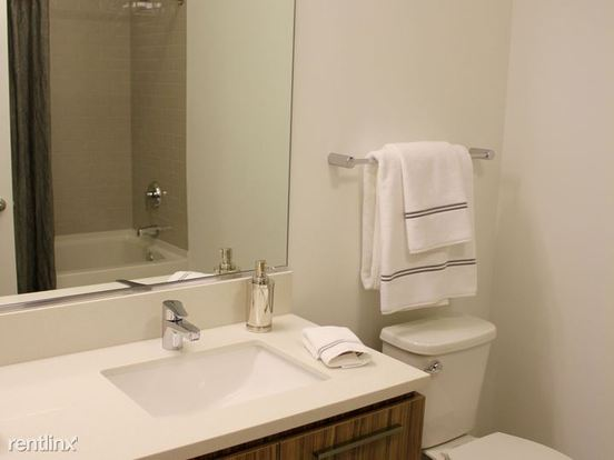 1 Bedroom 1 Bathroom Apartment for rent at West Wolf Point Plaza in Chicago, IL