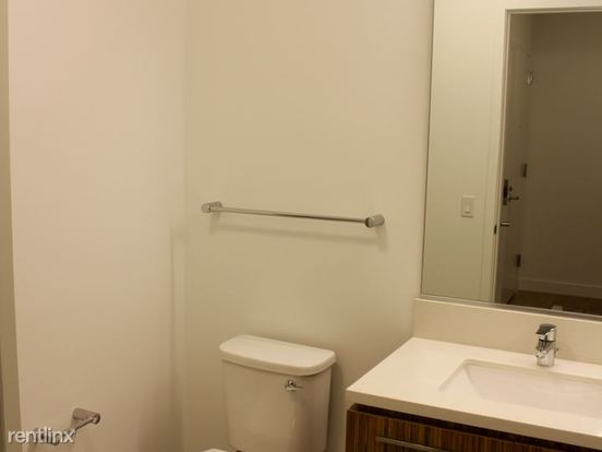 2 Bedrooms 2 Bathrooms Apartment for rent at West Wolf Point Plaza in Chicago, IL