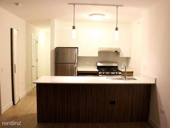 Studio 1 Bathroom Apartment for rent at West Wolf Point Plaza in Chicago, IL