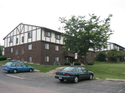 2 Bedrooms 1 Bathroom Apartment for rent at 1526 Kenilworth Court in Madison, WI