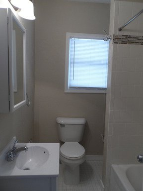 2 Bedrooms 1 Bathroom Apartment for rent at 901 Queen Ave N in Minneapolis, MN