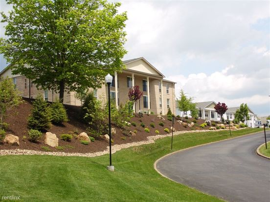 2 Bedrooms 2 Bathrooms House for rent at Royal Manor Apartments in Allison Park, PA