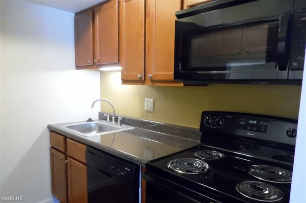 1 Bedroom Bathroom House For Rent At Royal Manor Apartments In Allison Park PA