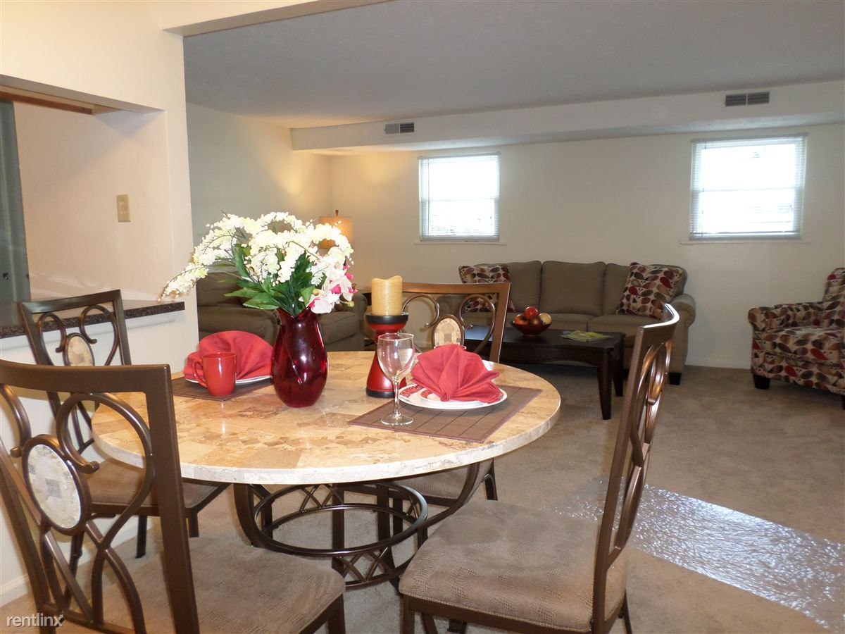 2 Bedrooms 1 Bathroom Apartment for rent at Royal Manor Apartments in Allison Park, PA
