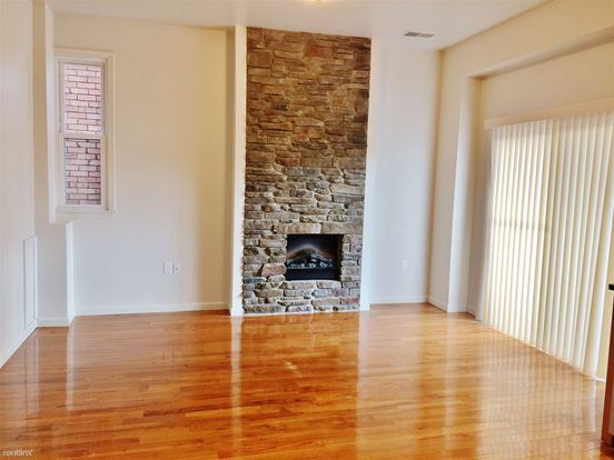 2 Bedrooms 2 Bathrooms Apartment for rent at 5822 Alder St in Pittsburgh, PA