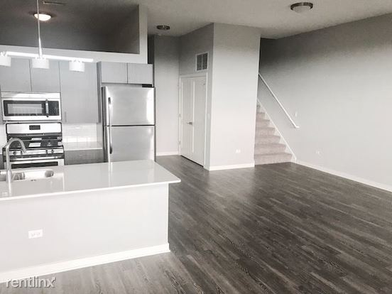 3 Bedrooms 2 Bathrooms Apartment for rent at 1545 W North Ave in Chicago, IL