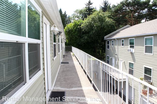 1 Bedroom 1 Bathroom Apartment for rent at 3803 3805 Se Cesar Chavez Blvd in Portland, OR