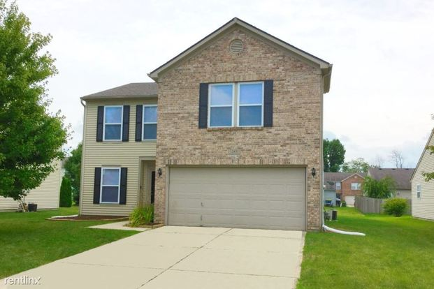 3 Bedrooms 2 Bathrooms House for rent at 12431 Rose Haven Drive in Indianapolis, IN