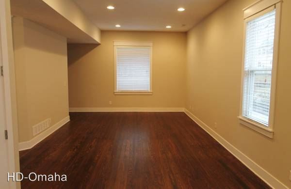 3 Bedrooms 2 Bathrooms Apartment for rent at The Cottages in Omaha, NE