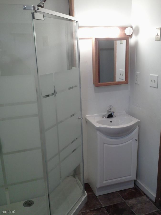 3 Bedrooms 1 Bathroom Apartment for rent at 205 3rd Ave Se in Valley City, ND
