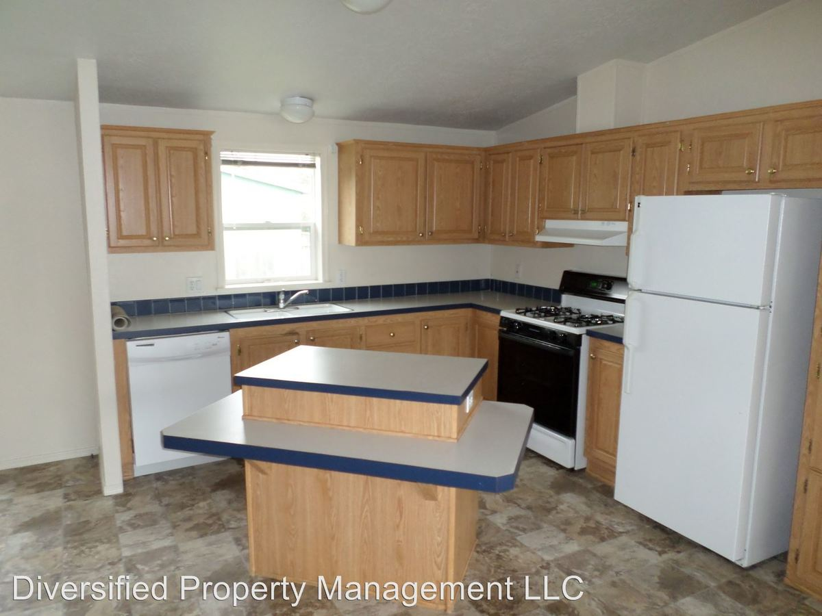 3 Bedrooms 2 Bathrooms Apartment for rent at Mcfarland Road in Tangent, OR