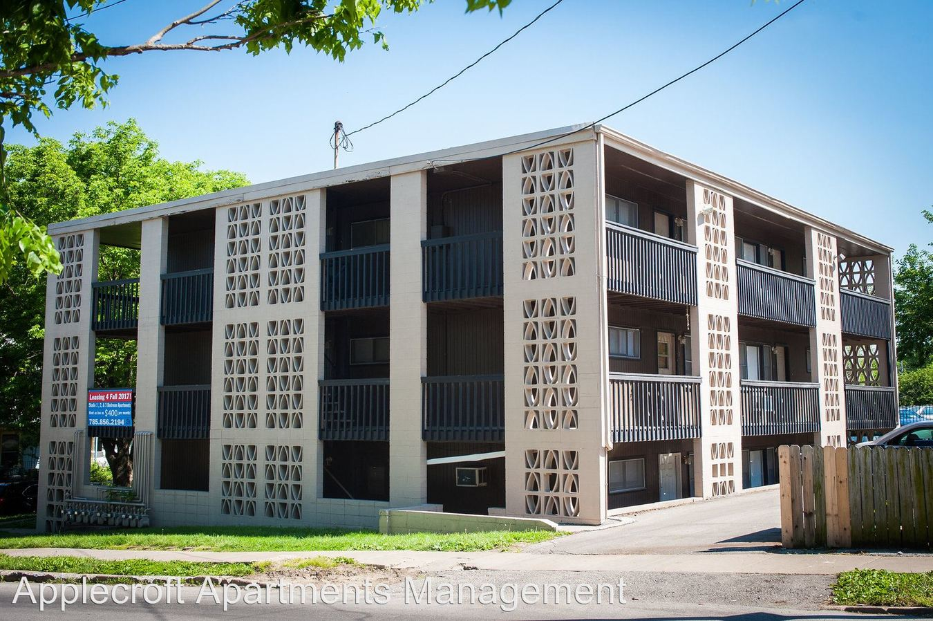 2 Bedrooms 1 Bathroom Apartment for rent at 1403 Tennessee St in Lawrence, KS