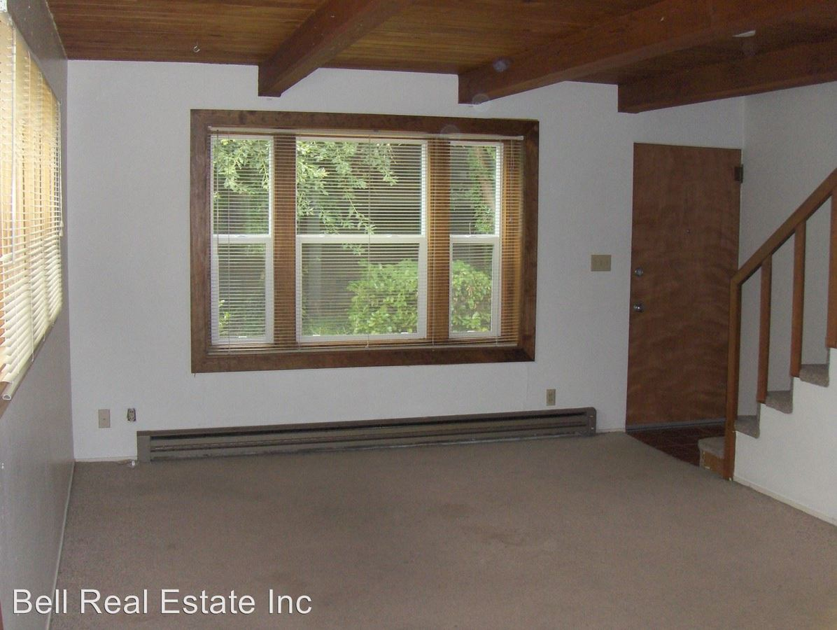 2 Bedrooms 1 Bathroom Apartment for rent at 1866/1870 Onyx St in Eugene, OR