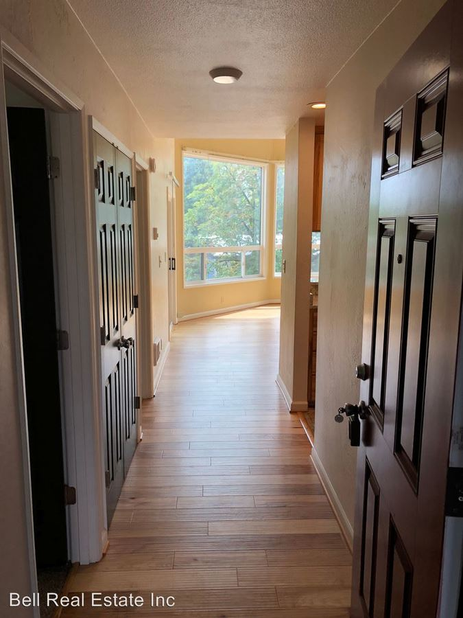 3 Bedrooms 2 Bathrooms Apartment for rent at 1390 Alder St in Eugene, OR