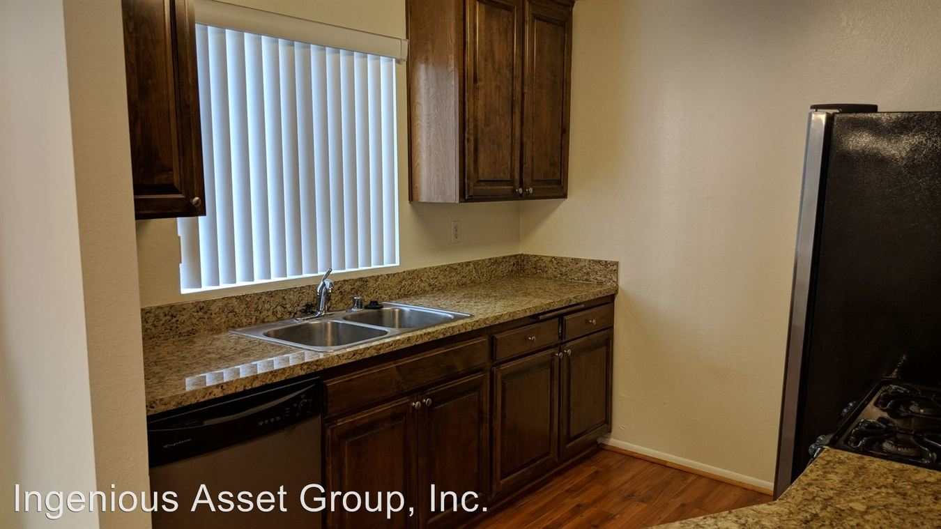 2 Bedrooms 2 Bathrooms Apartment for rent at 14625 Dickens St. in Sherman Oaks, CA