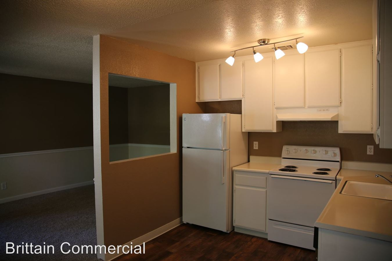 2 Bedrooms 1 Bathroom Apartment for rent at 5915 Kenneth Avenue in Carmichael, CA