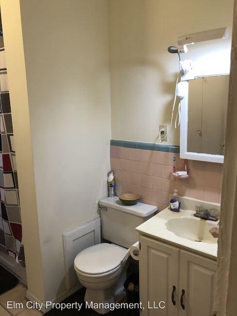 Studio 1 Bathroom Apartment for rent at 1620 Spruce St in Philadelphia, PA