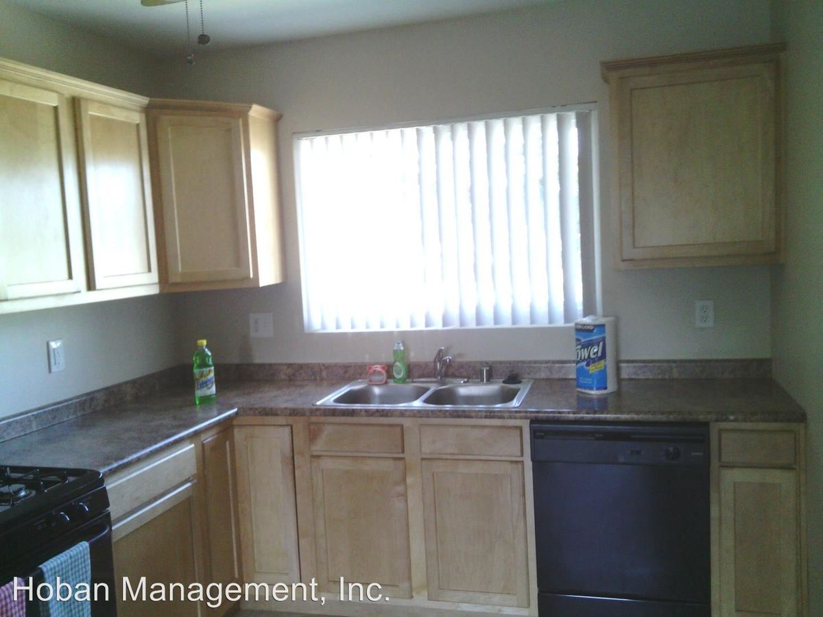 2 Bedrooms 1 Bathroom Apartment for rent at 5th Ave Apts 330-332 5th Ave in Chula Vista, CA