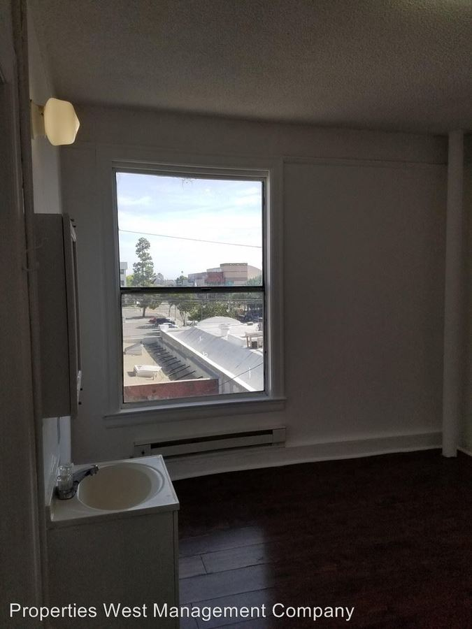 Studio 1 Bathroom Apartment for rent at 615 South Centre Street in San Pedro, CA