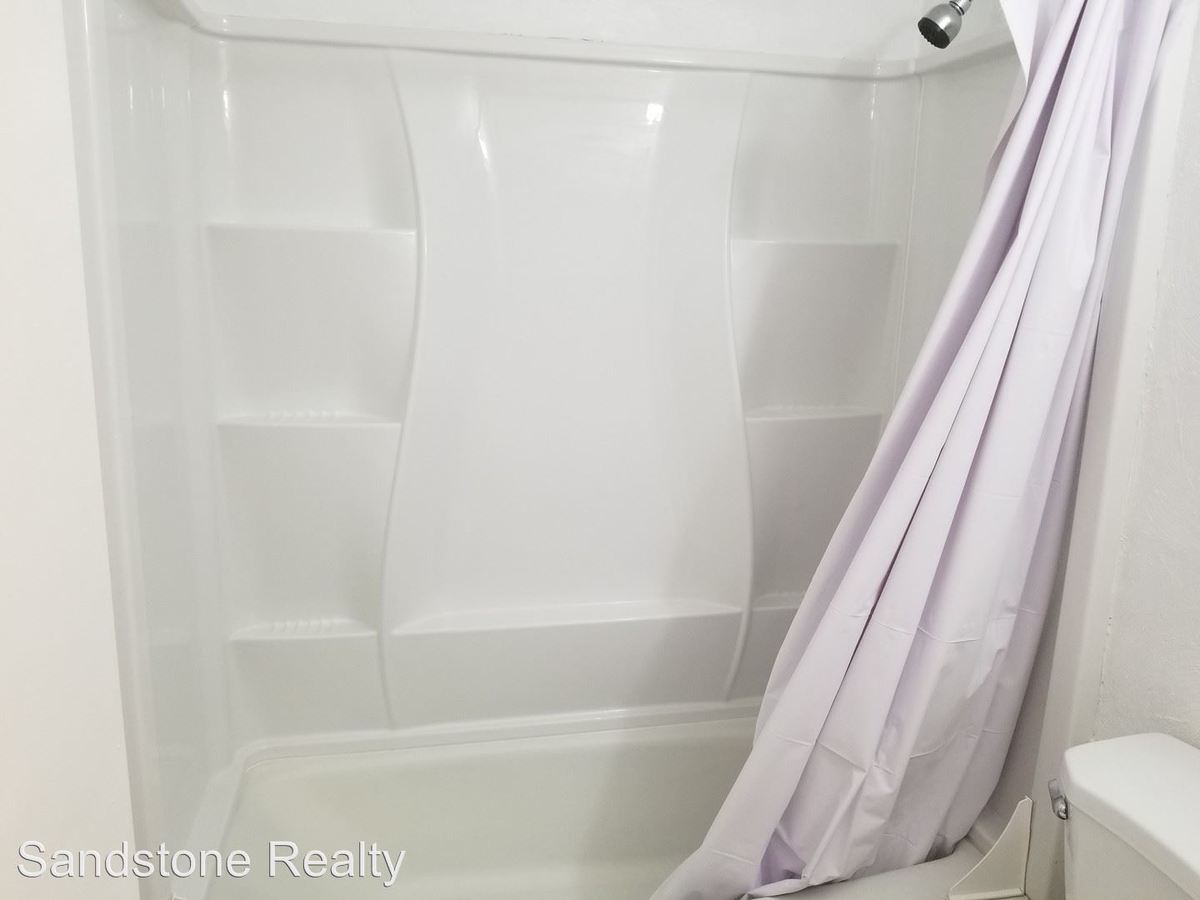 2 Bedrooms 1 Bathroom Apartment for rent at 920 Kingsway Drive in Lorain, OH