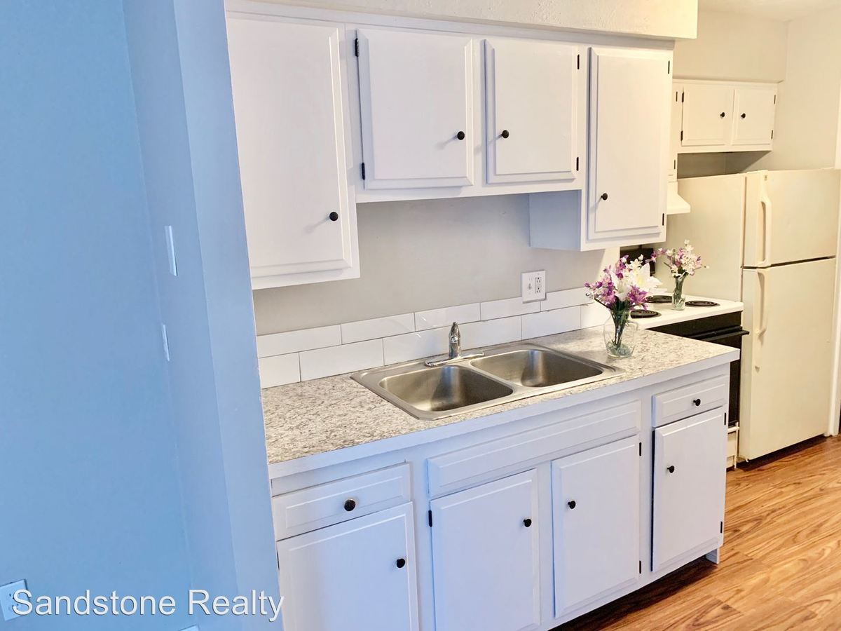 1 Bedroom 1 Bathroom Apartment for rent at 860 Colorado Ave in Lorain, OH