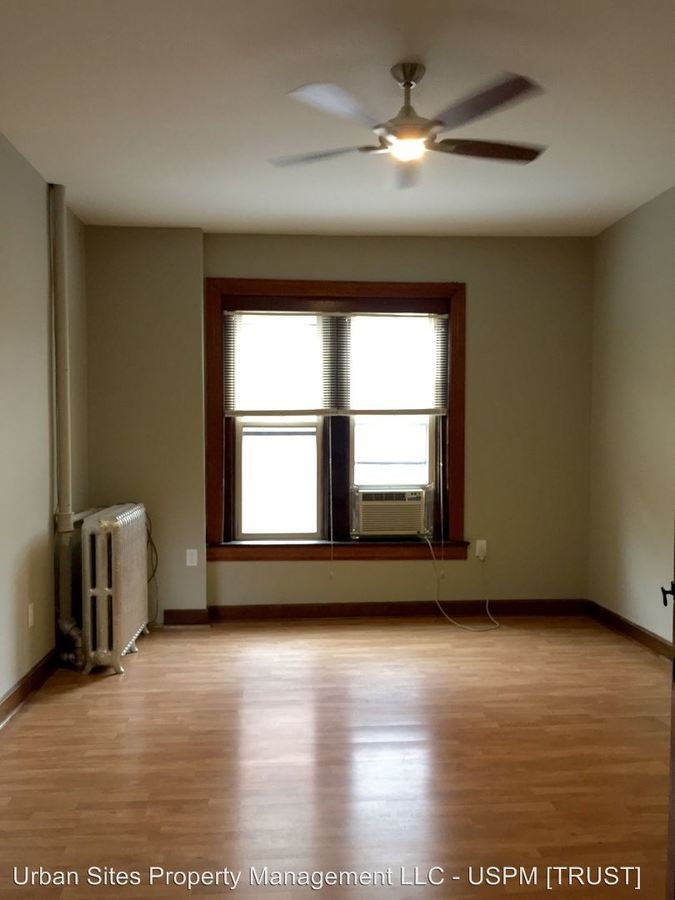 Studio 1 Bathroom Apartment for rent at 303 Greenup St in Covington, KY