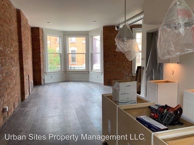 2 Bedrooms 1 Bathroom Apartment for rent at 2806-08 Woodburn Avenue in Cincinnati, OH
