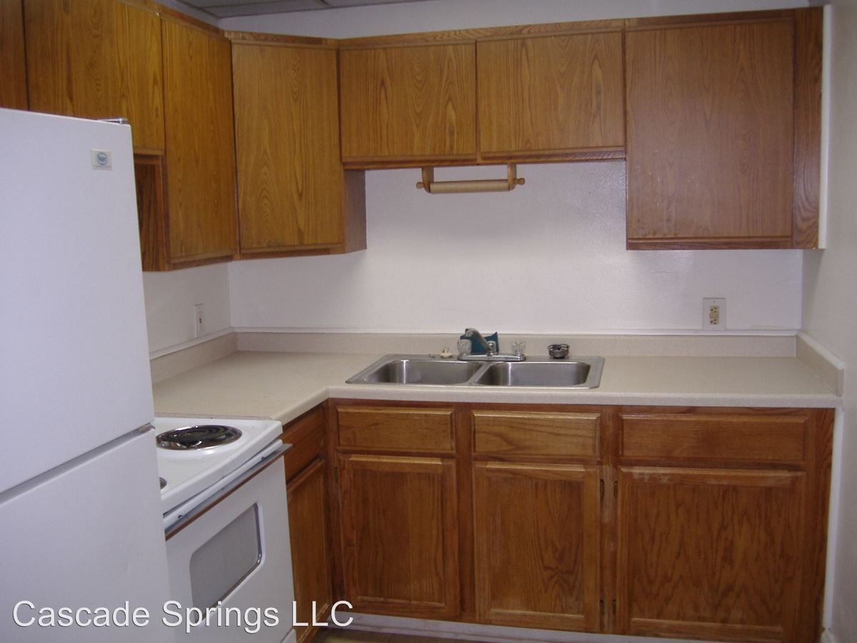 3 Bedrooms 1 Bathroom Apartment for rent at 101 West 3rd Street #100 in Duluth, MN