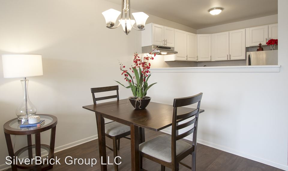 2 Bedrooms 1 Bathroom Apartment for rent at 905 Burnside Ave in East Hartford, CT