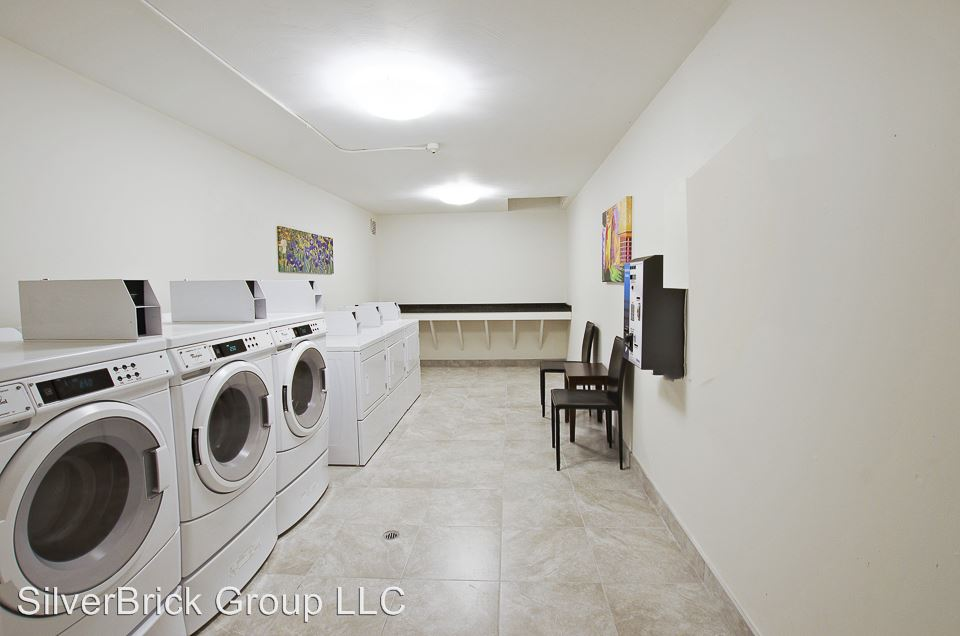3 Bedrooms 2 Bathrooms Apartment for rent at 905 Burnside Ave in East Hartford, CT