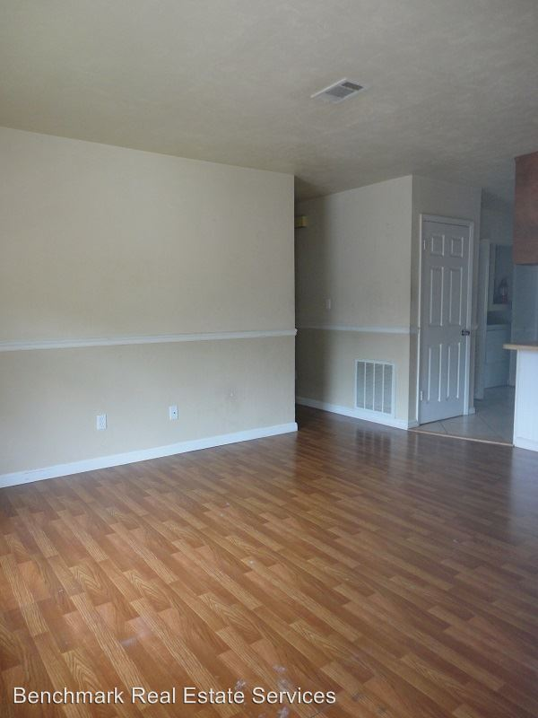 3 Bedrooms 2 Bathrooms Apartment for rent at 1031 Crossing Brook Way in Tallahassee, FL